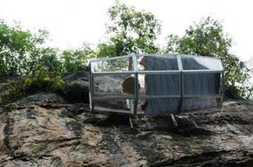 张家界悬崖半空建玻璃酒店房 你敢住进去吗