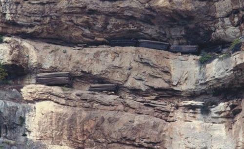 武夷山悬棺葬之谜:棺材是怎么放上去的,有什么涵义和好处  第5张
