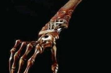 世界上最恐怖的刀:鬼手,用亲人右手/肋骨/自己小腿骨制成