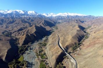 新疆阜康白杨河流域发现大型墓群