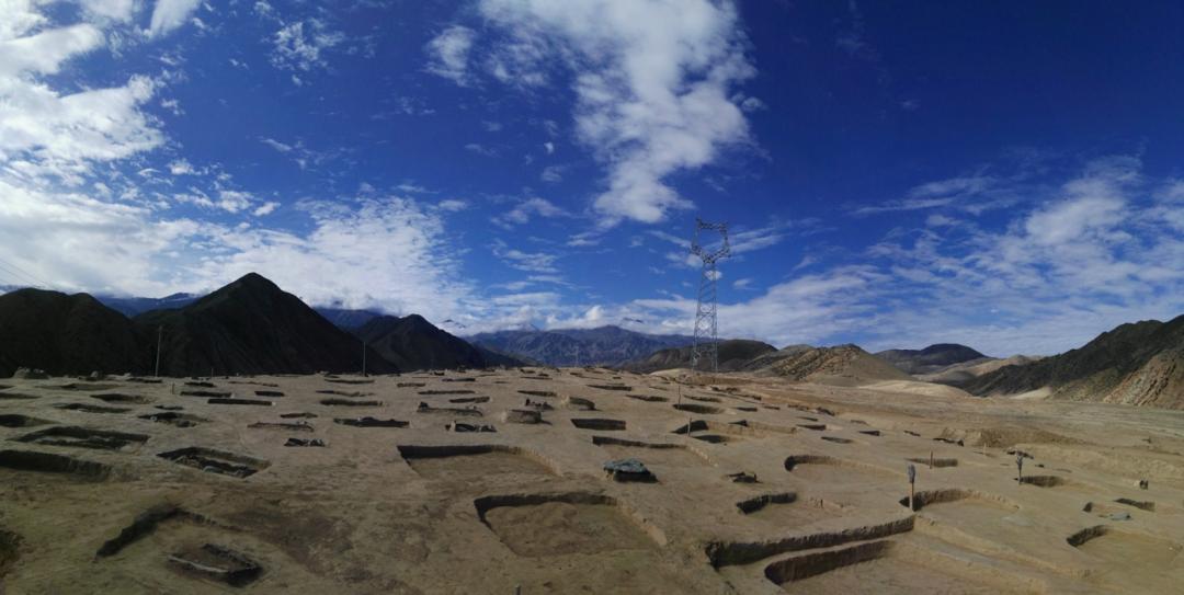 新疆阜康白杨河流域发现大型墓群  第4张