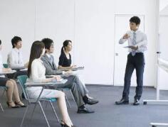 日常生活中常见的牢骚效应,企业应对发泄情绪的员工宽容对待