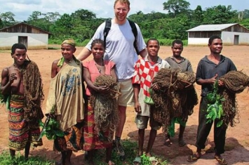 非洲矮人族俾格米人身高1米2 10岁结婚生子活不过30岁