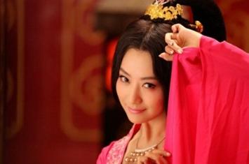 为什么清朝的妃子侍寝都是包在被子里再由太监抬到皇上寝宫?