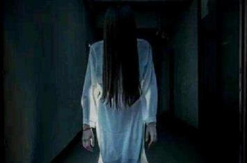 半夜鬼敲门是怎么回事,敲门一般敲几下是鬼?