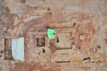 新疆唐代蒲类县城中央是一座佛寺