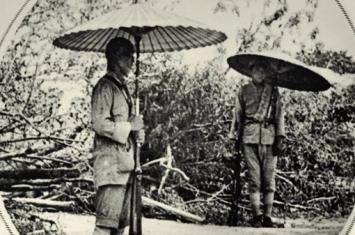 在士兵眼里为什么雨伞比步枪更为重要?