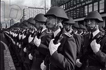 二战结束后,那些纳粹德国幸存下来的老兵和军官后来都成为了什么?