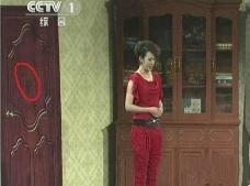 春晚灵异事件汇总,2012年惊现鬼脸(罗京再现/春晚白衣女子)