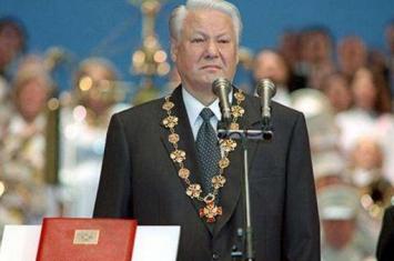 叶利钦问普京:你能胜任总统这个位置吗?普金回复了四个字