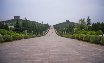 浅谈中国古代陵墓建筑的布局与特点
