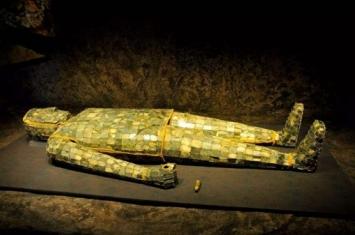 鬼吹灯中出现的金缕玉衣真的存在吗?历史上是什么时候的?