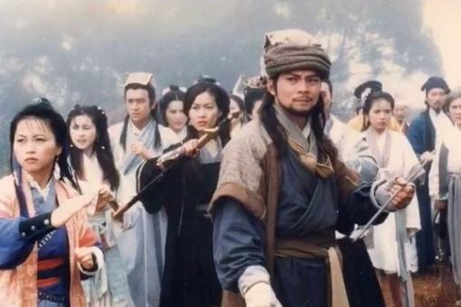 乔峰为什么要一直戴着帽子?乔峰不戴帽子照片揭秘