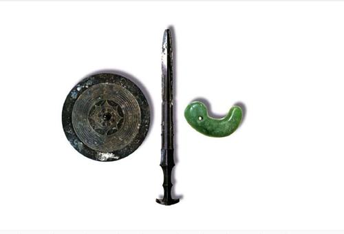 草薙剑、八咫镜和八坂琼曲玉为什么不愿公诸于世?