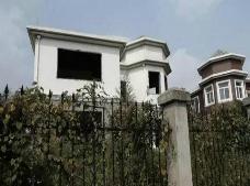 南京锦绣花园小区闹鬼事件,业主装修别墅竟然挖出棺材