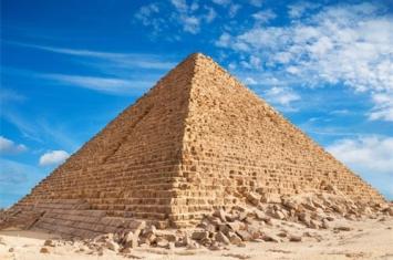 金字塔的数学之谜
