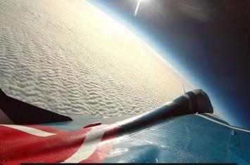 米格-29战机翱翔太空边缘