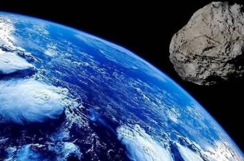 """大型小行星""""EA2""""将从30.5万公里外的地方掠过地球"""