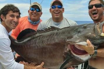 美国慈善钓鱼比赛钓起124磅石斑 或打破世界纪录