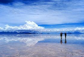 世界上最大的镜子,玻利维亚天空之镜让你漫步云端之中