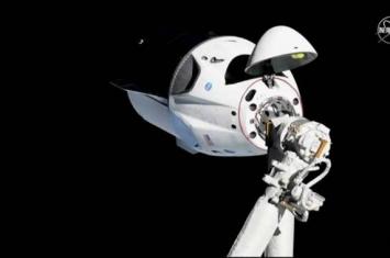 """美国太空探索技术公司(SpaceX):前往国际空间站的""""龙""""货运飞船的发射推迟到5月1日"""