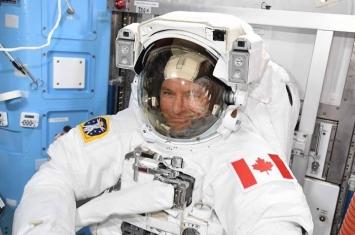 暌违12年后再有加拿大宇航员出舱太空行走