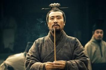 吕布背叛了刘备,为何刘备还有勇气回徐州?