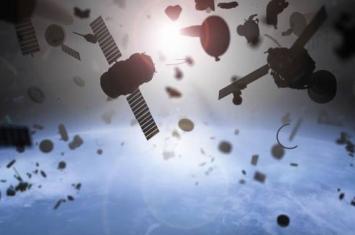"""""""俄罗斯航天系统公司""""展示可借助弹射网清除轨道上太空垃圾的卫星图片"""