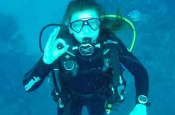 英国13岁少女拟在冰岛银湖裂谷潜水 创造历史