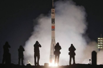 俄罗斯联盟号火箭事隔5个月成功升空 去年发射失败两名宇航员死里逃生