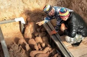 胶东半岛首现汉代贵族古墓 内藏兵马俑完整保存