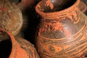 西安一西汉墓葬发现罕见袋装粮食