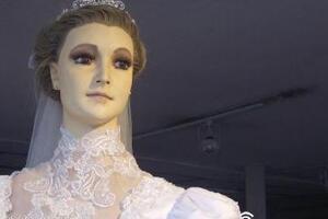 鬼娃新娘帕斯卡拉真相,店主将女儿制成干尸(放店内当模特)
