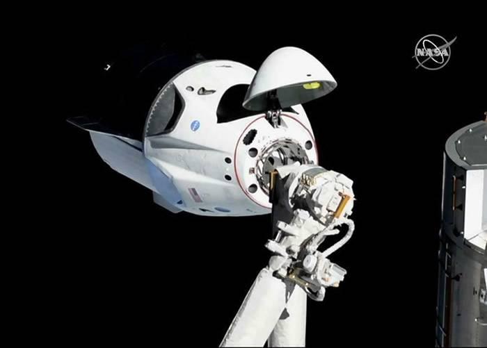 SpaceX可载人太空船Crew Dragon成功与国际空间站对接