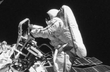 美国女性宇航员安妮·麦克莱恩和科里斯蒂娜·科赫将于本月月底完成太空行走
