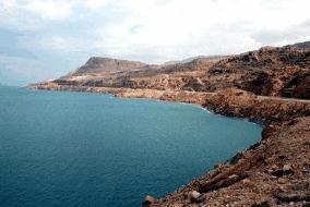 最大的咸水湖里,里海南北长为1200公里、深1025米