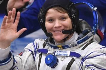 美国女宇航员安妮·麦克莱恩在国际空间站逗留期间长高5厘米