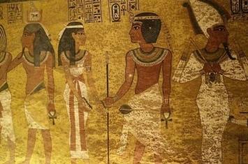 古埃及新王国时期法老王图坦卡蒙诅咒解开?壁画神秘圆点是已死去的微生物