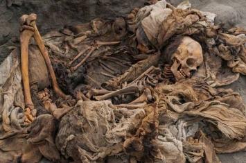 秘鲁发现一座新的埋有儿童和羊驼遗骸的前哥伦比亚奇穆文化大型墓葬
