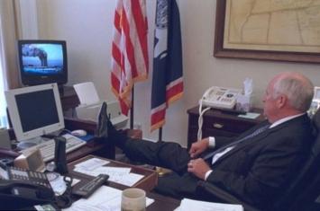 美国国家档案局解密911恐怖袭击后白宫开会照