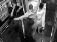 医院电梯灵异事件视频,病人坐电梯突然昏倒(疑是被鬼推到)