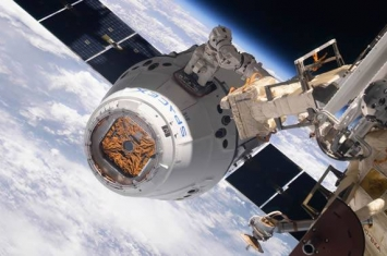 """计划前往国际空间站的美国新型""""龙 2""""飞船发射延期至1月底进行"""