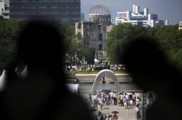 日本广岛和平公园鸣钟 纪念原子弹爆炸70周年