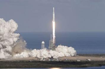 猎鹰9号运载火箭携带美国空军第三代大型定位系统GPS III卫星发射到轨道