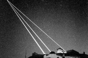 特斯拉的死光武器,能够在地表击毁太空卫星的毁灭性武器