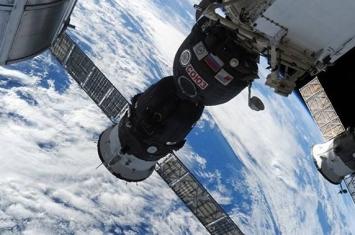 """俄罗斯将向国际空间站项目国外合作参与者讲述""""联盟MS-09""""飞船外壳上出现洞孔原因"""