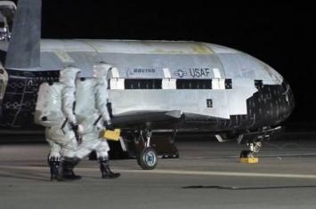美国空军X-37B空天飞机发射升空执行神秘任务