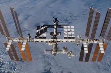 俄罗斯宇航员出舱执行任务后返回国际空间站