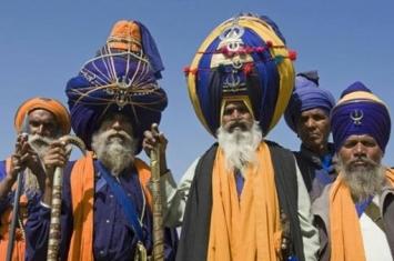 为什么印度男人都要在头上包个头巾呢?天气再热也要包
