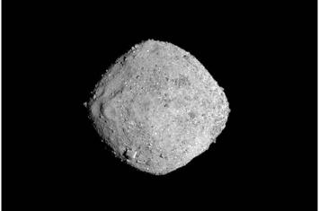 """NASA""""奥西里斯-REx""""在太空漫游两年后飞抵小行星""""贝努""""(Bennu)"""